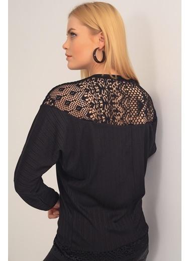 Emjey Sırtı Omzu Ve Eteği Dantel İşlemeli Bluz Siyah